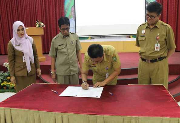 Sertijab Pejabat Administrator dan Pengawas di Lingkungan RSUD Arifin Achmad