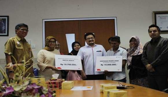 Penyerahan Bantuan CSR Pertamina Kepada Pasien RSUD Arifin Achmad Provinsi Riau