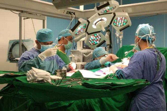 RSUD Arifin Achmad Operasi Bypass Jantung dengan Kasus 3 Pembuluh Darah Besar Tertutup Total