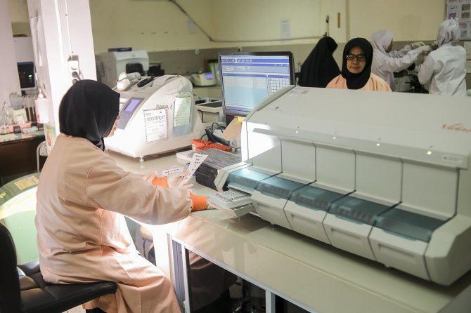 Selalu Ramai Dikunjungi, Ada Apa di Laboratorium Patologi Klinik RSUD Arifin Achmad?