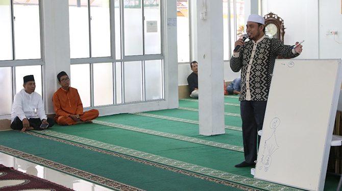 Kajian Dhuha di Masjid RSUD Arifin Achmad: Sombong adalah Penyakit Hati