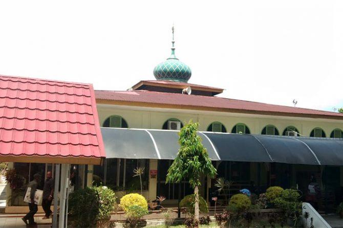 """Siapa Sangka, Masjid Indah RSUD Arifin Achmad Tak """"Menetek"""" APBD"""