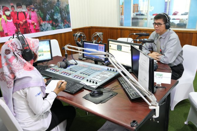 DIREKTUR RSUD ARIFIN ACHMAD PROVINSI RIAU SAPA MASYARAKAT RIAU DALAM PROGRAM JENDELA INFORMASI KITA