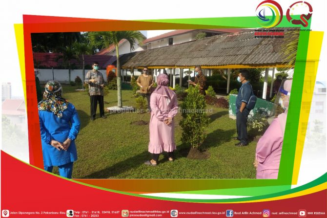 Direktur RSUD Arifin Achmad Provinsi Riau Ajak Tenaga Medis Morning Report Dibawah Sinar Matahari Pagi