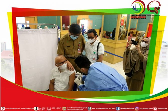 Vaksinasi Covid-19 Perdana Tenaga Kesehatan RSUD Arifin Achmad Provinsi Riau