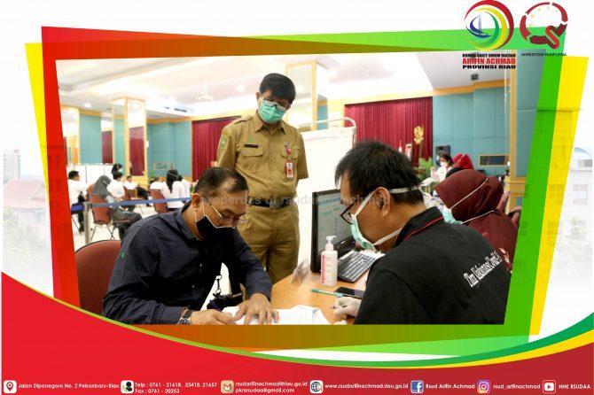 Pelaksanaan lanjutan vaksinasi Tahap 2 bagi para pemberi pelayanan publik di RSUD Arifin Achmad Provinsi Riau